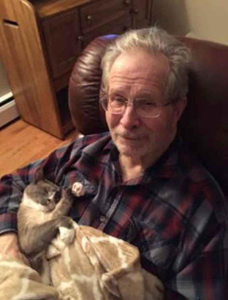 chat Bob Mooshu passe journée réconforter père