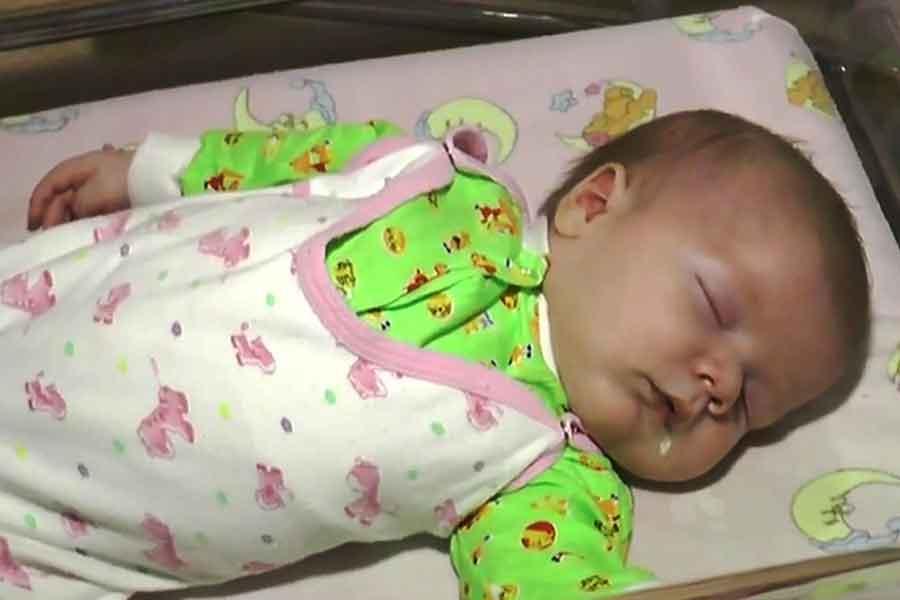Masha chat errant sauve bébé abandonné